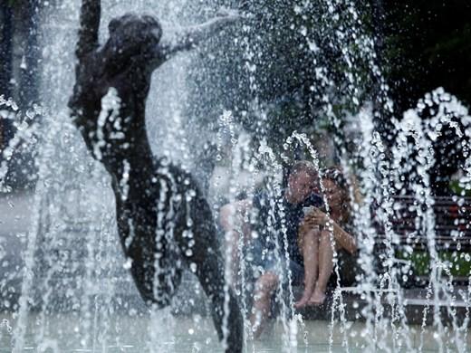 Заради жегите раздават вода в София и оросяват булевардите от днес до 1 август