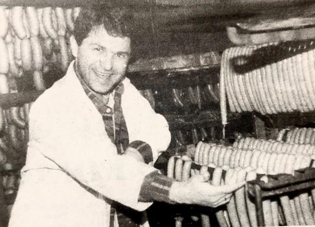 Милен Цветков в края на 1995 г. като колбасар в Долни Лозен