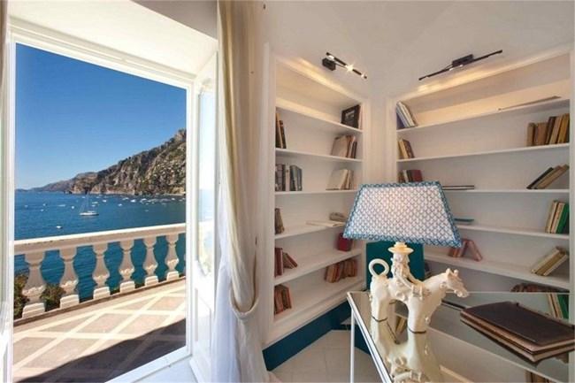 """Изглед от хотел """"Три вили"""" - бившата вила на Франко Дзефирели"""