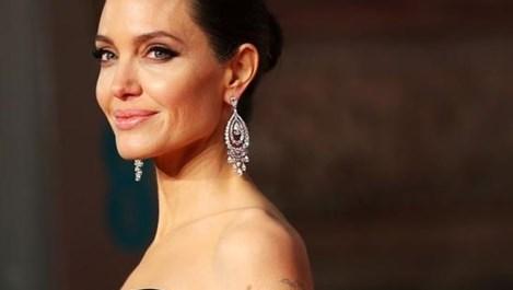Бавачката на Анджелина Джоли: Тя обича алкохола, дава и на децата да пият