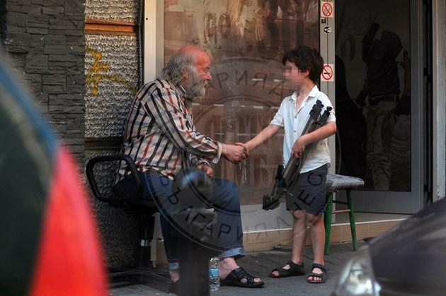 Боян Радев си почива на улицата
