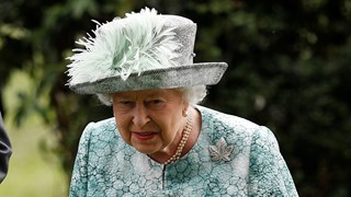 Разкрития за любовния живот на кралица Елизабет II разбуниха духовете