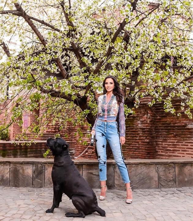 Наталия Гуркова с куче убиец