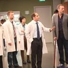 Хю Лори прекарва много повече време да играе лекар, отколкото ако учеше за такъв