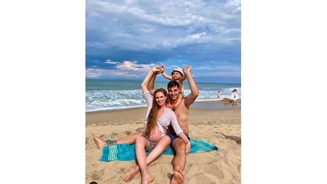 Мис България 2013 Нанси Карабойчева и новороденият й син вече са си у дома