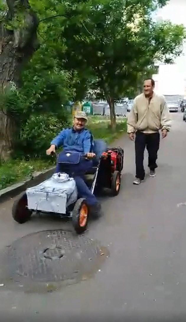 Инвалид оре с инвалидна количка