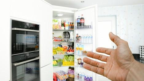 Д-р Уорнър Грийн: Коронавирусът може би оцелява в хладилника ви