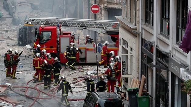 Четирима са загинали при взрива в пекарна в Париж (Снимки, видео)