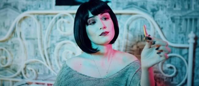 Дара влиза в ролята на хейтърка.