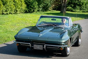 Най-обичаната кола в живота на Джо Байдън - кабриолетът Chevrolet Corvette от 1967 г., е получена от баща му като сватбен подарък. Автомобилът е напълно реставриран и е още в движение.