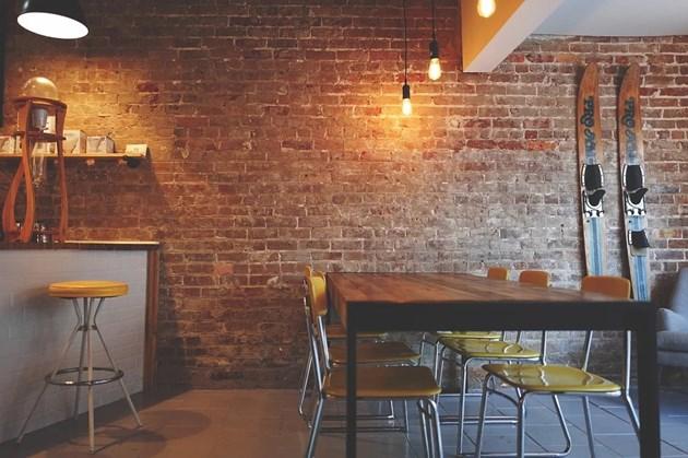 Евростат: Българите ходят по-често на ресторанти от германците