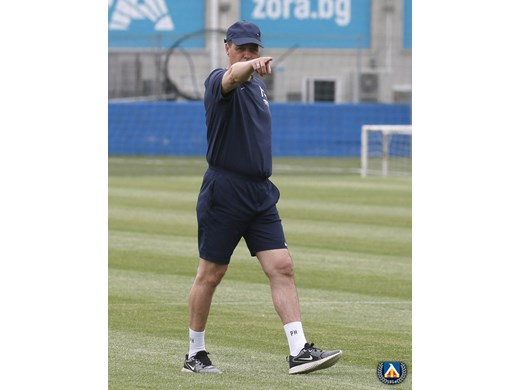 """Хубчев: Не мисля, че главите на играчите в """"Левски"""" са съвсем на място (Видео)"""