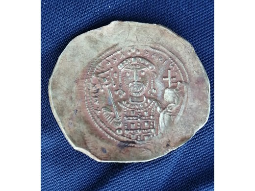 Малко златно съкровище откриха археолози в средновековния Ломград