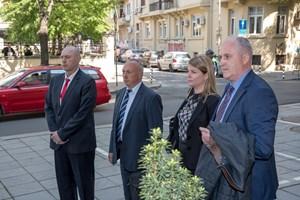 Новите заместник министри Венцислав Катинов, Емил Ганчев и Енчо Мирчев (отляво надясно) при предаването на властта в МВР в сряда.  СНИМКА: МВР