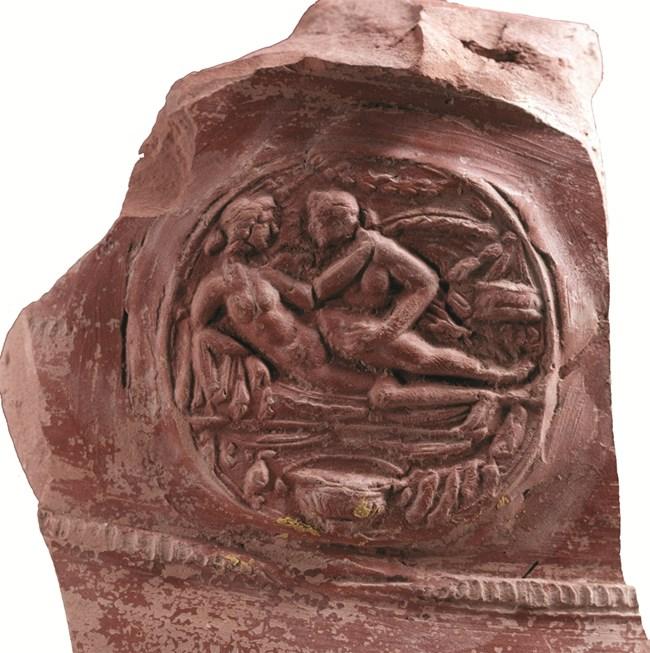 Любовна сцена от украсата на тракийски глинен съд