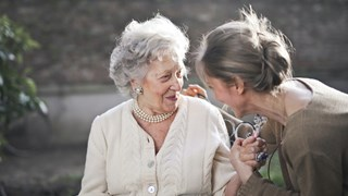Фразата, която трябва да спрем да казваме на застаряващите ни родители