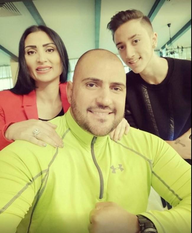 Софи Маринова заедно със сина си Лоренцо и мъжа до себе си Тодор Давидов-Гринго
