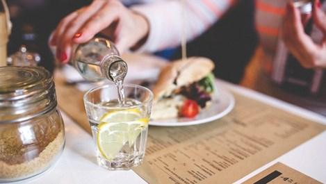Защо да пием вода на гладно?