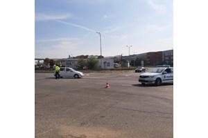 На място има полиция, която регулира движението на автомобилите, тъй като огледът на местопроизшествието все още не е приключил.