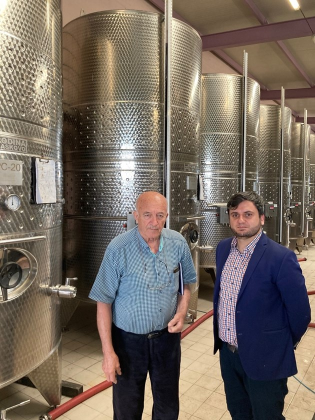 Заместник-министърът на земеделието, храните и горите Георги Събев по време на посещение на винарска изба в с. Калояново, област Сливен