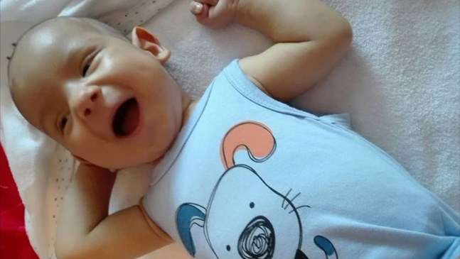 Спасиха 4-месечния Алекс с операция в Хамбург, получи нов черен дроб от баща си
