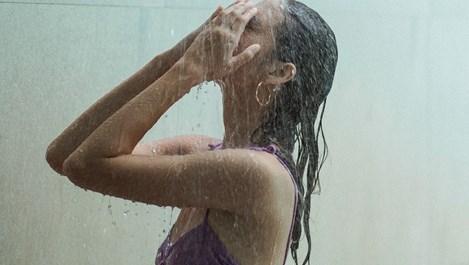 Мицеларната вода спасява и косата