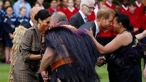 Посрещнаха принц Хари и Меган в Нова Зеландия с маорски ритуал (Снимки)