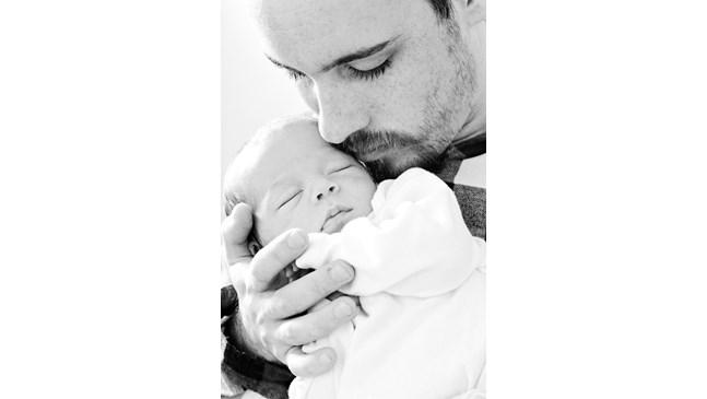 Изследване: Бебетата, които приличат на бащите си, са по-здрави на годинка