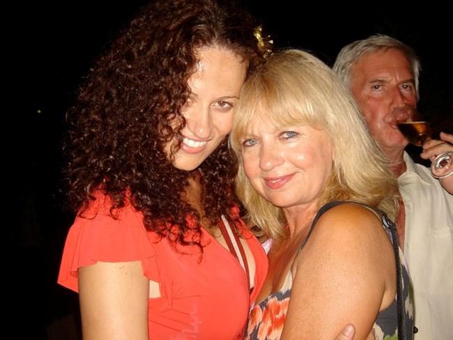 Певицата заедно с майка си - актрисата Анета Сотирова