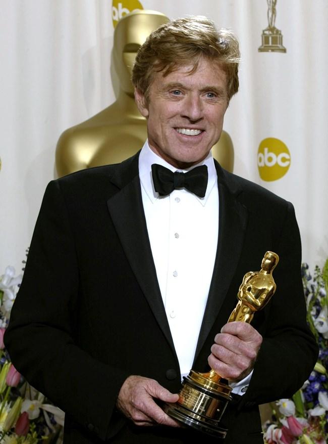 """На 74-те награди """"Оскар"""" Робърт Редфорд получава статуетка за цялотен принос в киното."""