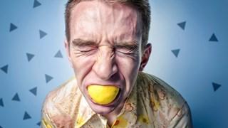 За какво сигнализира сухата уста и как да се справим с това