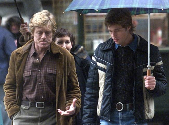 """Двамата холивудски секссимволи Робърт Редфорд и Брад Пит на снимачната площадка на """"Шпионски игри"""" в центъра на Будапеща."""