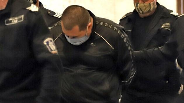 327 кг е кокаинът в дома на Николай Петров, иска да го пуснат при бременното му гадже