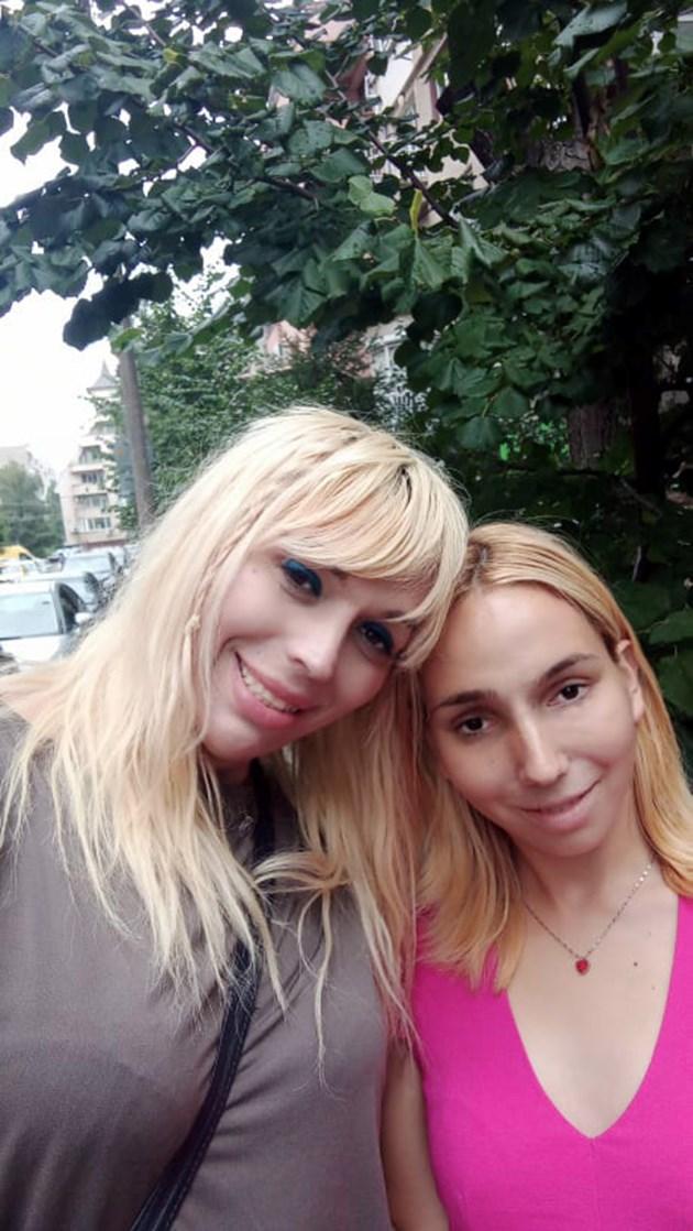 Мелиса (ляво) и Емили са заедно от 3 месеца