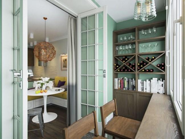 Към усвоената лоджия се излиза през френски врати, а кътчето е много приятно за сутрешното кафе или чаша вино вечер