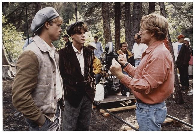 """Редфорд (вдясно) е режисирал 11 филма. Един от тях е """"Там тече река"""" през 1992 г. с участието на Брад Пит (вляво)."""