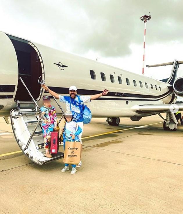 Киркоров бяга от вируса с частен самолет