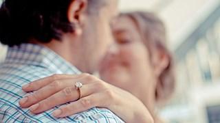 Защо носим годежния пръстен на безименния пръст