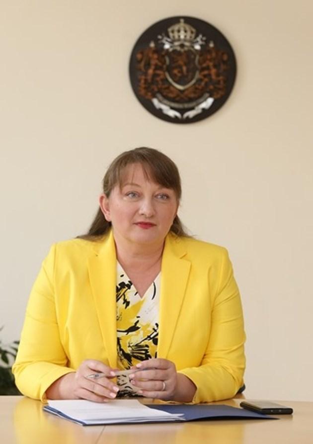 Сачева: До края на септември ще стане ясно какво правим с пенсиите