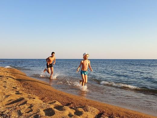 Близо 1 млн. българи не могат да си позволят почивка