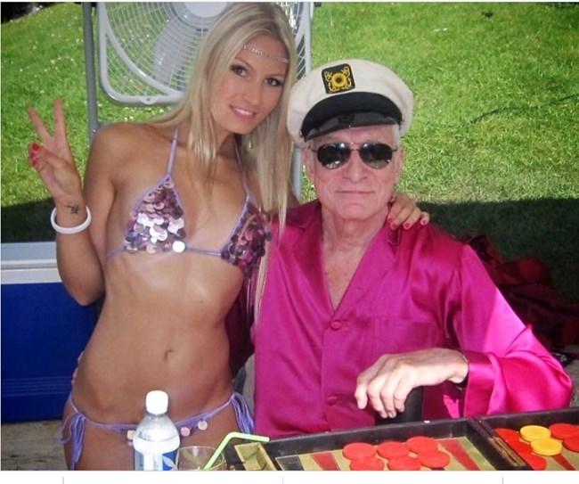 """Дорийн с легендарния създател на """"Плейбой"""" Хю Хефнър."""