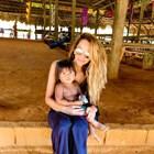 Ивайла Бакалова се грижи за бездомно дете