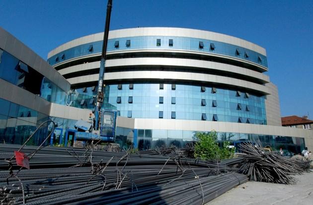 След многомилионен ремонт и преустройство сградата става съд през 2017 г.