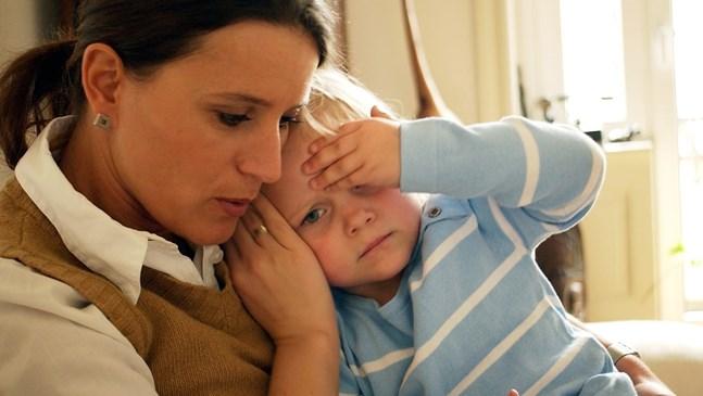 Вече и бебета с COVID в болниците, 5 пъти скок на заразените деца