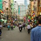 Туристи изрисуваха стена в Тайланд, може да получат до 10 години затвор