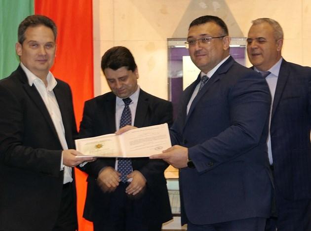 """""""Почетен медал"""" на МВР за шефа на VIVACOM Атанас Добрев"""