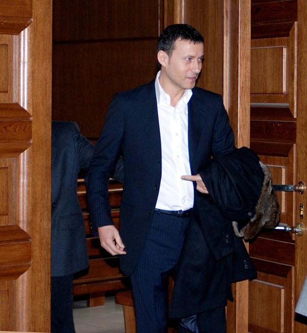 Анонимен топи Миню Стайков и сина му за лихварство