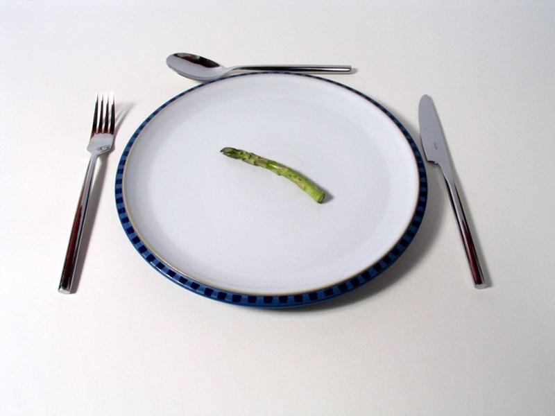 Резките ограничения  в храненето  са вредни.