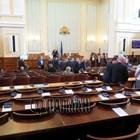 Депутати и министри остават без заплати за срока на извънредното положение