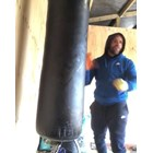 Боксьор съветва как се бие жена